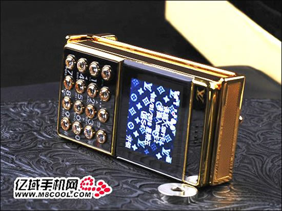 Louis-Vuitton-Belt-Buckle-Cellphone-2